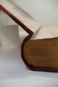 cartonnage-editeur-coiffe-apres_atelier-restauration-papier