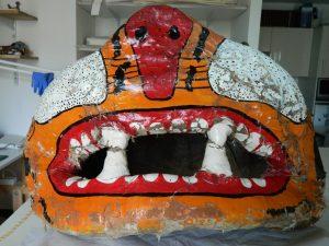 masque-rituel-peinture-ecailles-bouche_atelier-restauration-papier