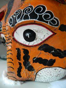 masque-rituel-peinture-ecailles-cote_atelier-restauration-papier