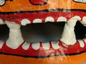 masque-rituel-peinture-ecailles-dents-apres_atelier-restauration-papier