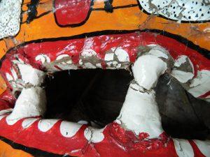 masque-rituel-peinture-ecailles-dents_atelier-restauration-papier