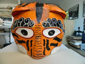 masque-rituel-peinture-ecailles-face-apres_atelier-restauration-papier
