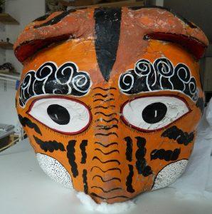 masque-rituel-peinture-ecailles-face_atelier-restauration-papier