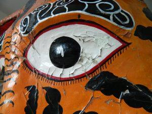 masque-rituel-peinture-ecailles-yeux_atelier-restauration-papier