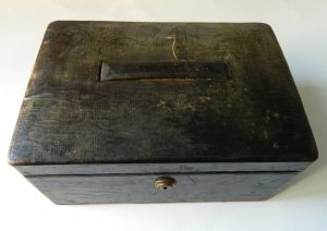 final-boite-cuir-inondation-humidite-moisissure_atelier-restauration-papier