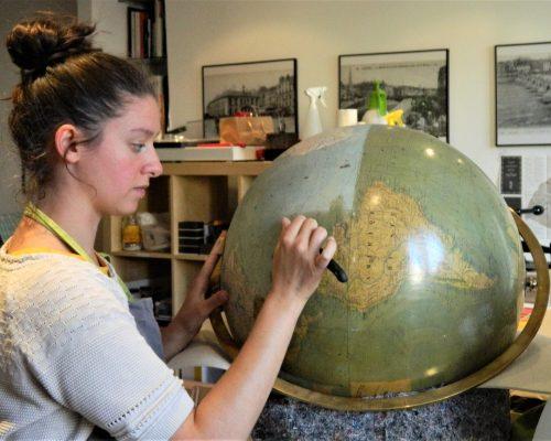 globe-vernis-devernissage-larochette-et-bonnefond_atelier-restauration-papier