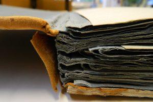 livres-anciens-cuir-reliure_atelier-restauration-papier