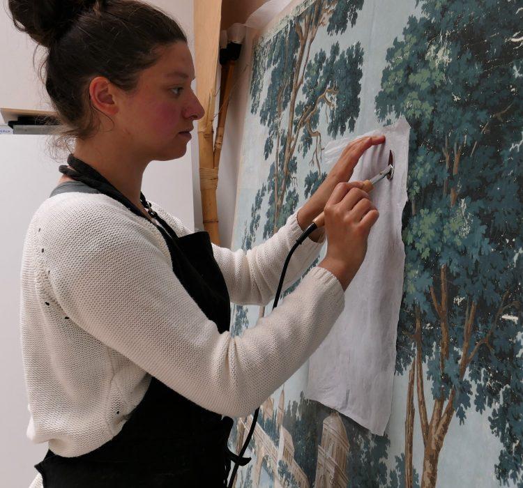 refixage-couche-picturale-papier-peint-gouache_atelier-restauration-papier